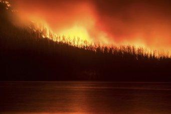 Glacier_Park_Wildfires_34597-780x520